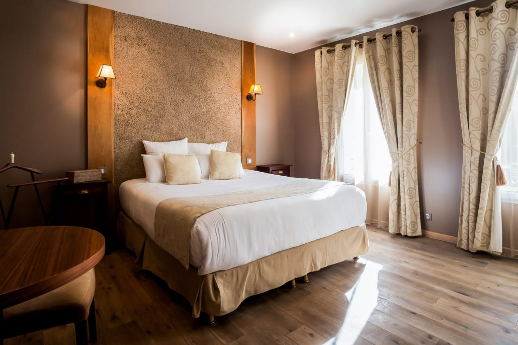 le clos des vignes chambre hotel avec jacuzzi chambre taupe. Black Bedroom Furniture Sets. Home Design Ideas