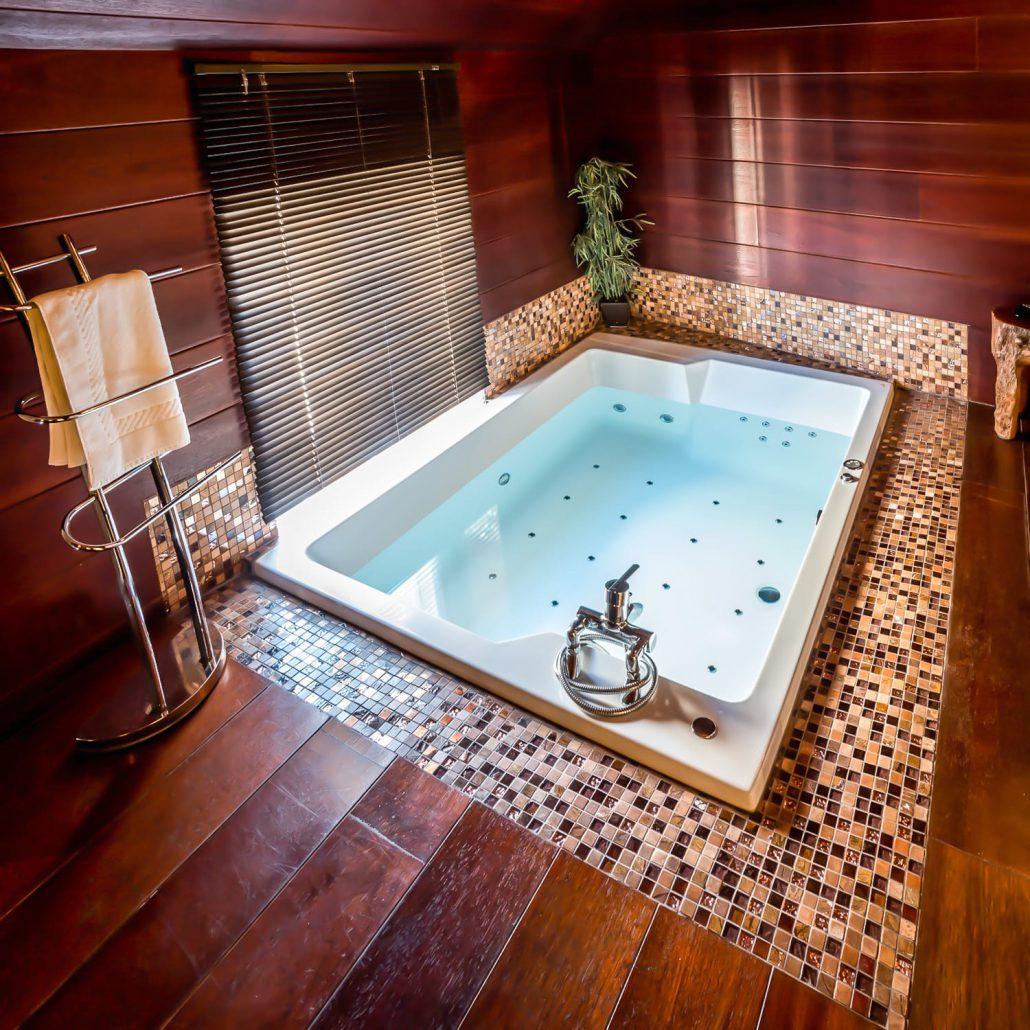 Hotel jacuzzi dans la chambre paris stunning platine hotel paris with hotel jacuzzi dans la - Chambre avec jacuzzi ...