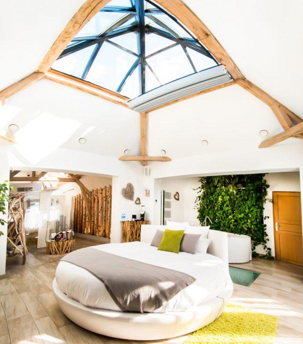 le clos des vignes suite avec jacuzzi restaurant. Black Bedroom Furniture Sets. Home Design Ideas