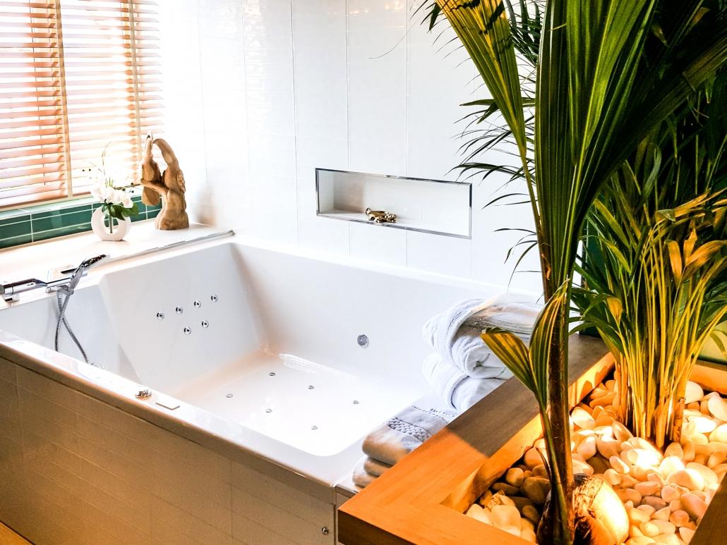 weekend amoureux avec jacuzzi le clos des vignes suite. Black Bedroom Furniture Sets. Home Design Ideas