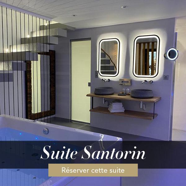 Suite Santorin, séjour avec jacuzzi privé